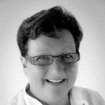 Mevrouw M.D.A. Mathijssen-van Bergen, balie-assistente